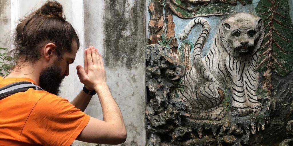 Zwracam się do tygrysa z prośbą o siłę w działaniu w jednej z taoistycznych świątyń w Hanoi (Quan Thanh Temple, XI stulecie).