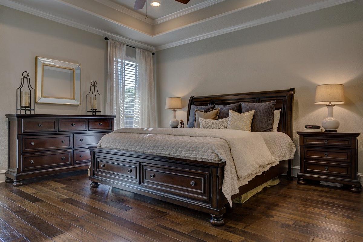 Podstawy feng shui: łóżko w sypialni. Zadbaj o spokojny i głęboki sen