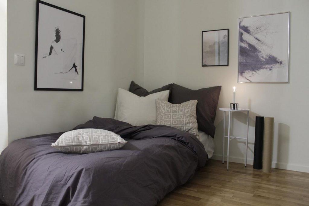 Jeśli mamy jednoosobowe łóżko, to wg feng shui najlepszym miejscem dla niego będzie róg