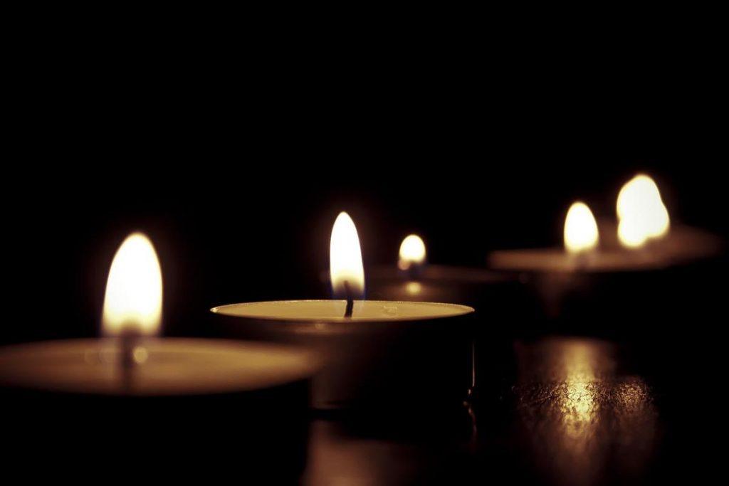 Ogień Yin to płomień świecy, może łatwo zgasnąć, jest wrażliwy